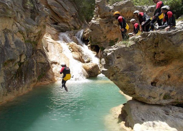 Randonnées accompagnées /canyon/spéléo – CAMINAM